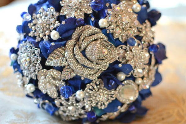 10 Utterly Original Winter Quinceanera Bouquets